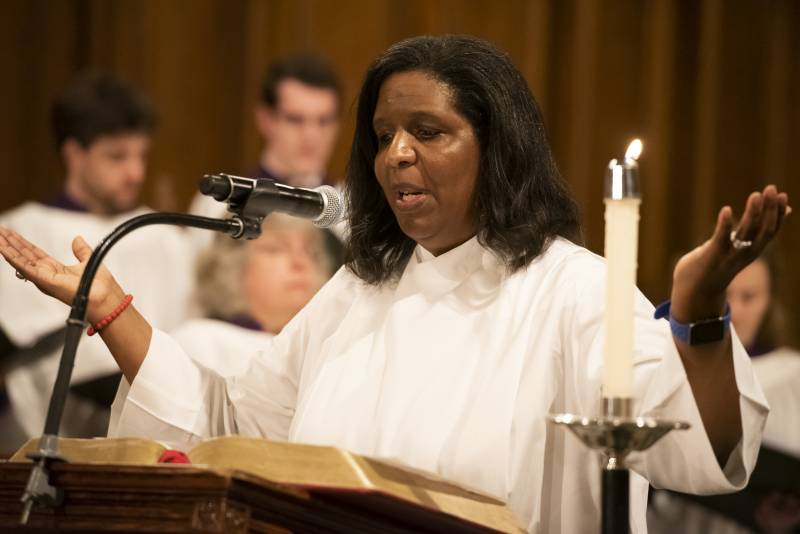 Lynn Holmes leads a prayer during Duke Chapel Vespers service.