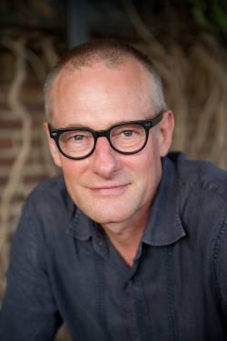 Douglas Campbell headshot